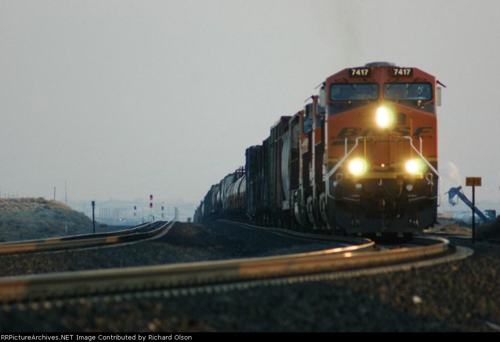 BNSF 7417 leads