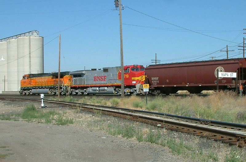 BNSF Westbound passing Napa St