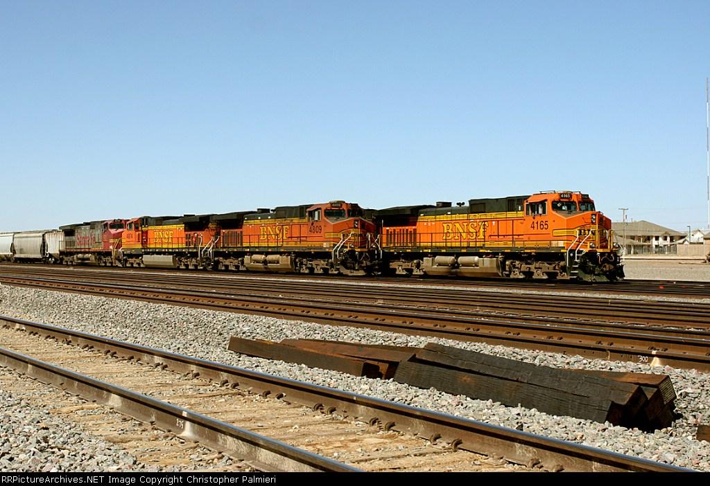 BNSF 4809 and BNSF 4165