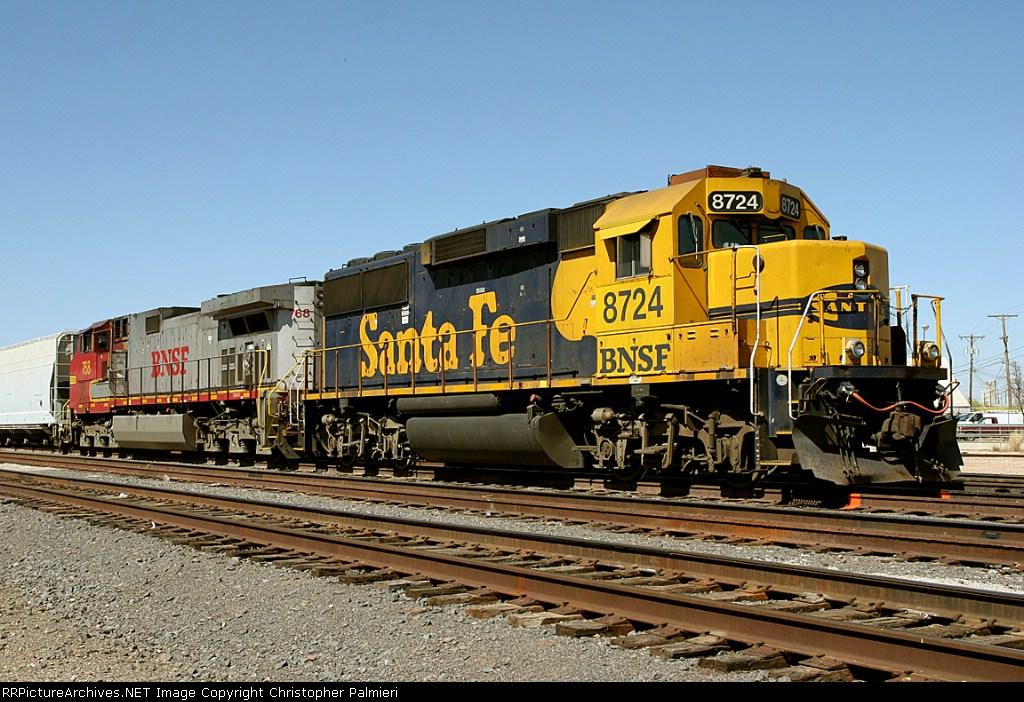 BNSF 8724 and BNSF 768