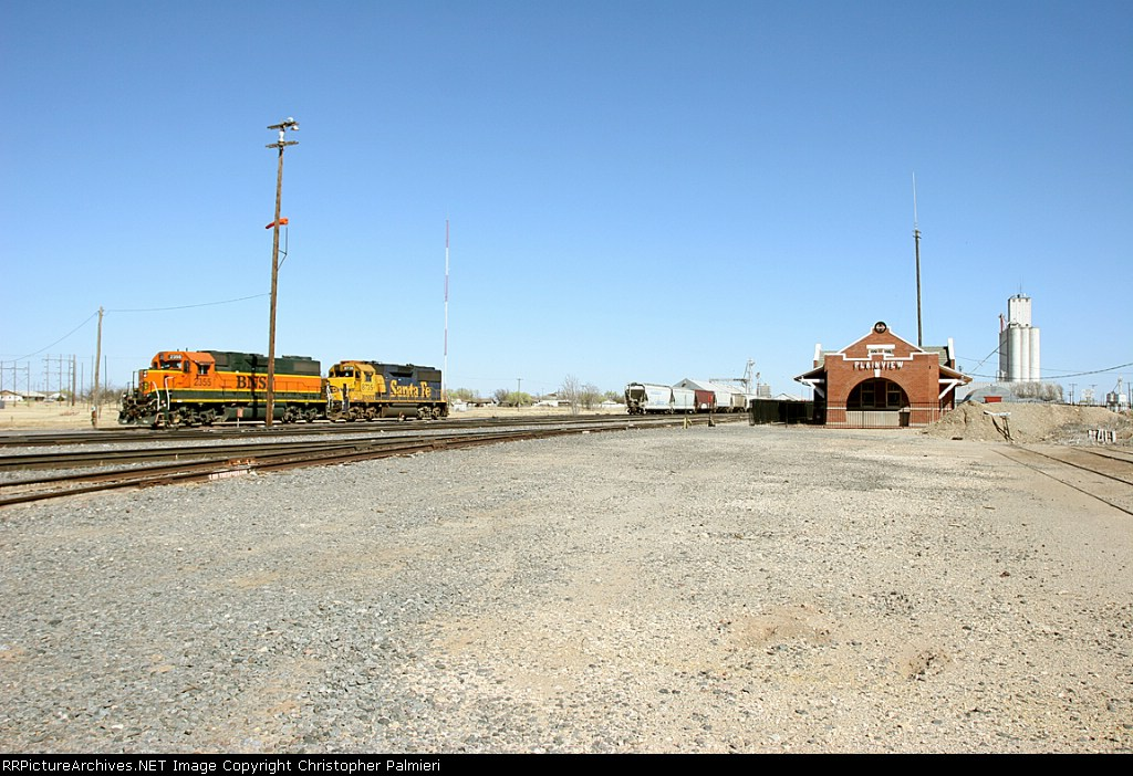BNSF 2355 and BNSF 8735