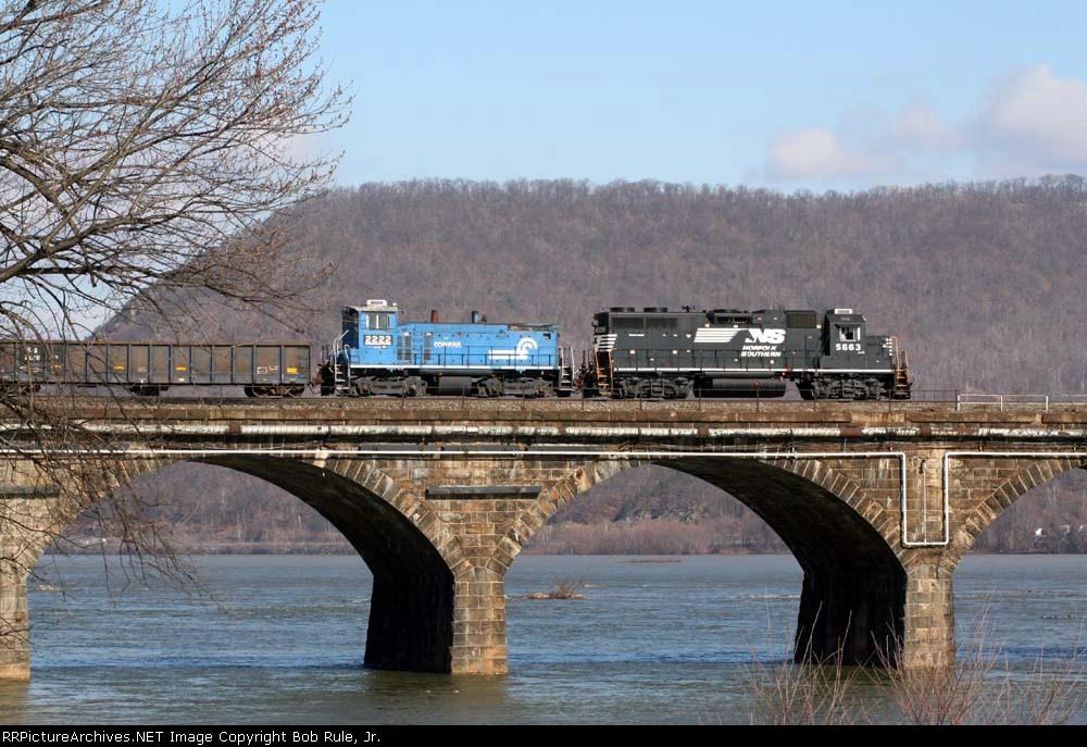 Scrap and rail train out on Rockville Bridge