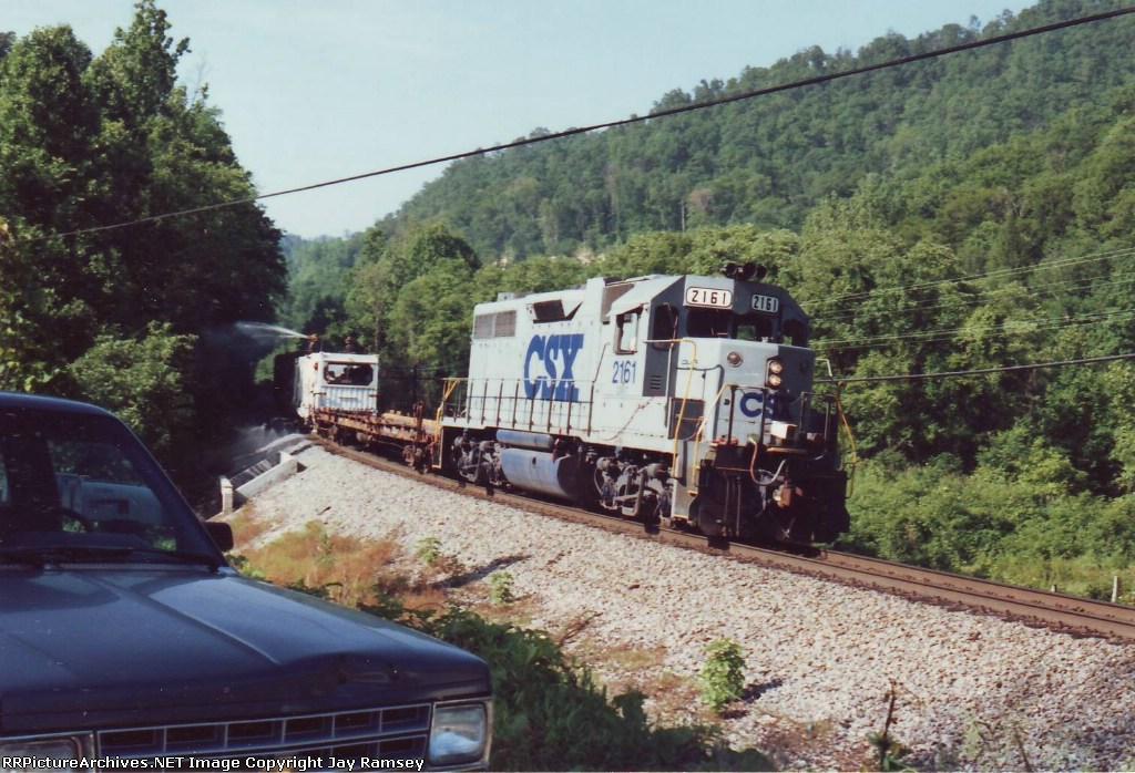 CSX 2161 pulling the sprayer train
