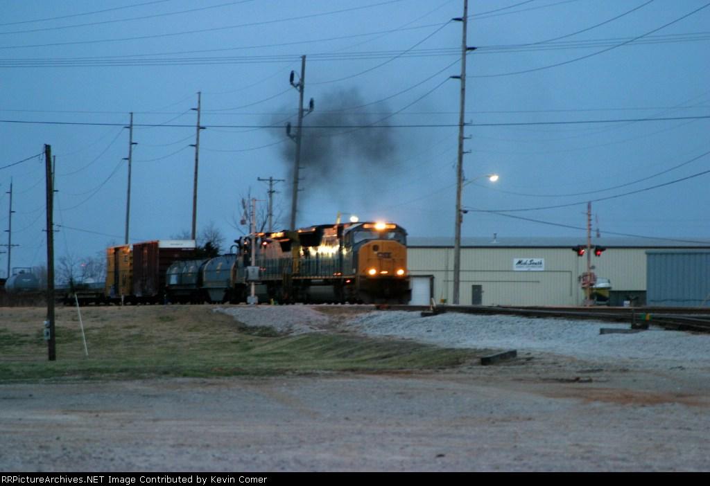 CSX 4802/CSX 7594 belch smoke as they arrive at Memphis Jct. Yard at dusk 3/7/09 leading Q275-07