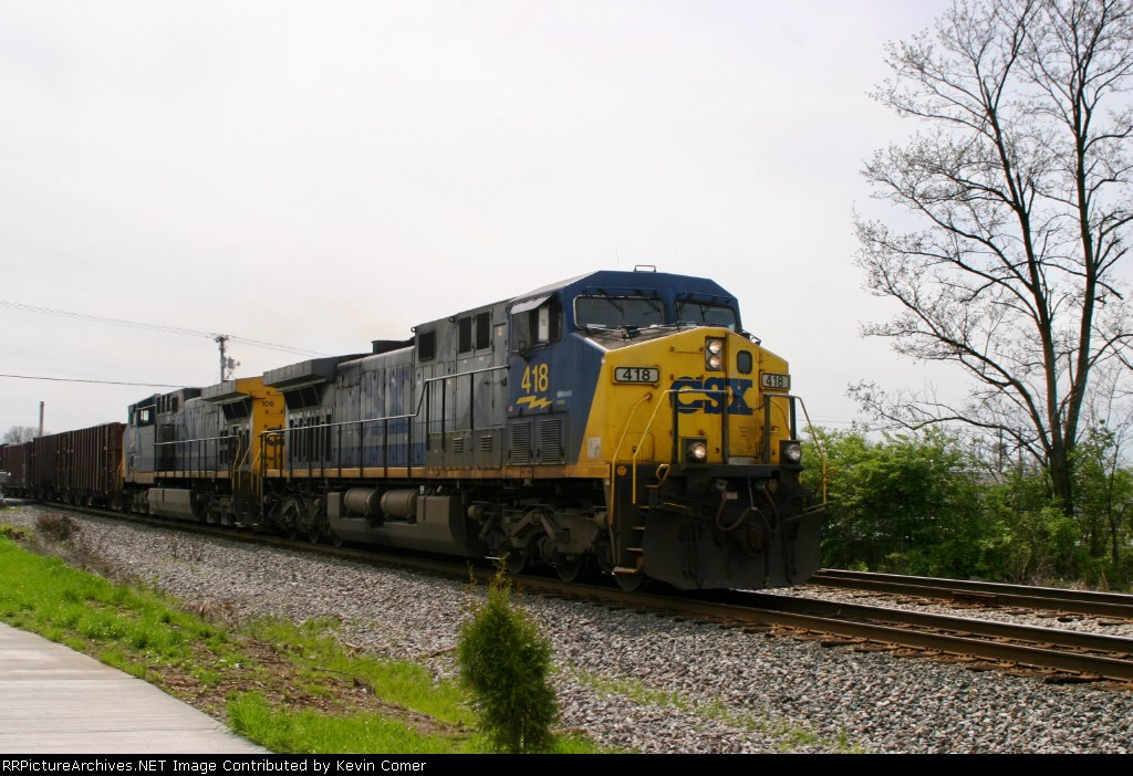 CSX 418/106 lead WO80 northbound 4/4/09 with loaded ballast cars