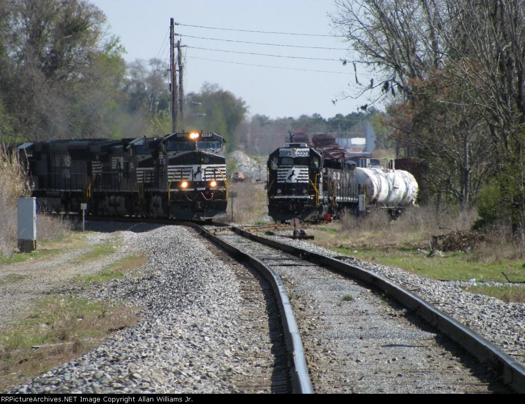 NS 330 & G68 at B-Line Jct.