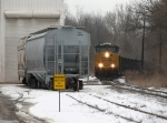 CSX 903 leads N902 past the elevator