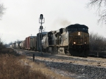 CSX 5218 leads a short Q335-27 northward