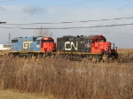 CN 7262 & GTW 5853 switch at the east end of the yard