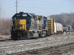 CSX 8068 rolls up the Coach Lead with Q335-14