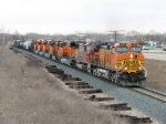 Q381-15 throttles up as BNSF 4075 leads it west