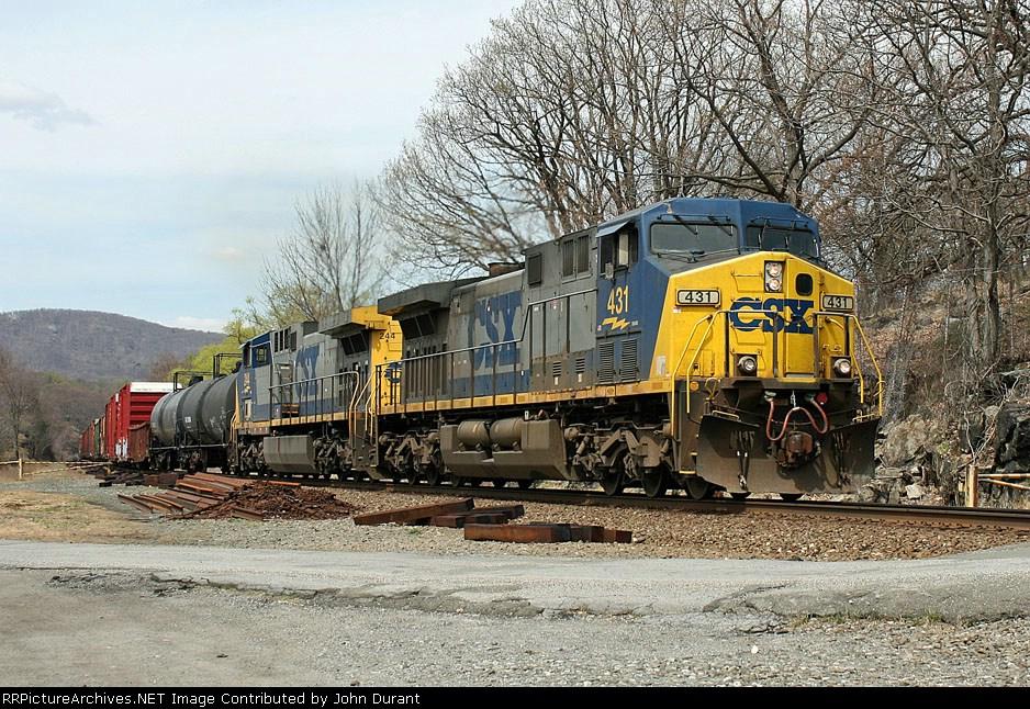 CSX 431 on Q-409