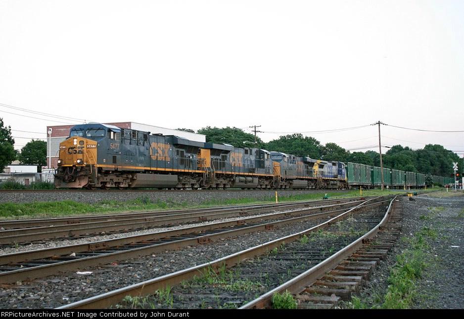 CSX 5477 on Q-702