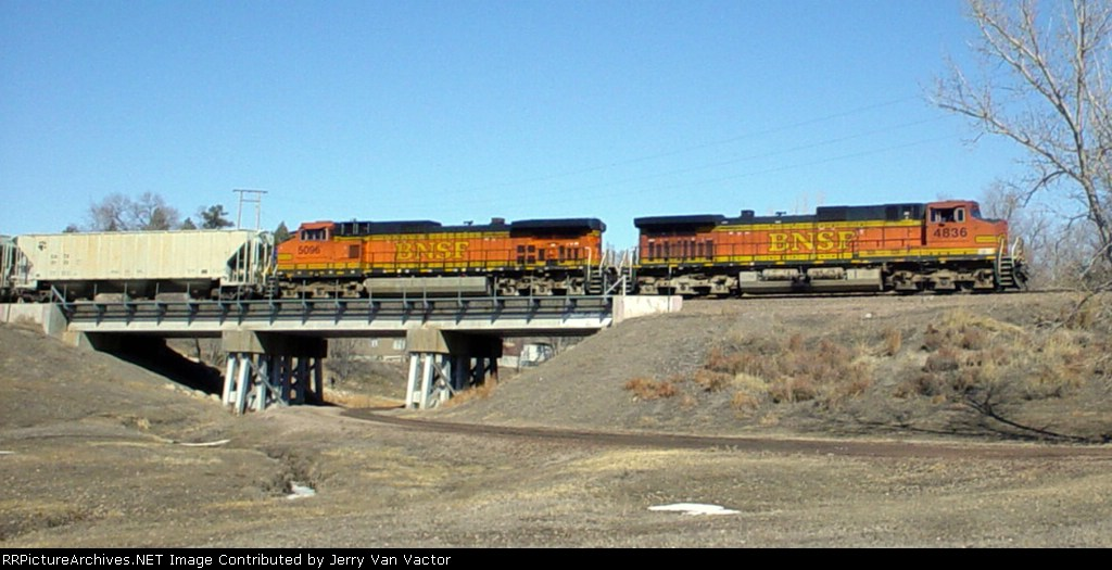 BNSF 4836 & 5096 are slowing and will stop in the middle of the street in about 100 yards