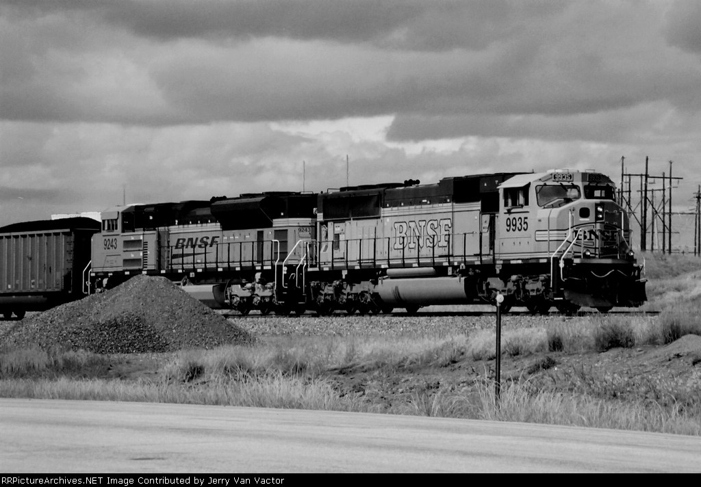 BNSF 9935 & 9243 headed for Newcastle and points east
