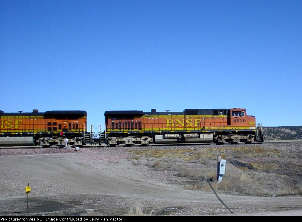BNSF 4836 leads the Saturday morning local eb