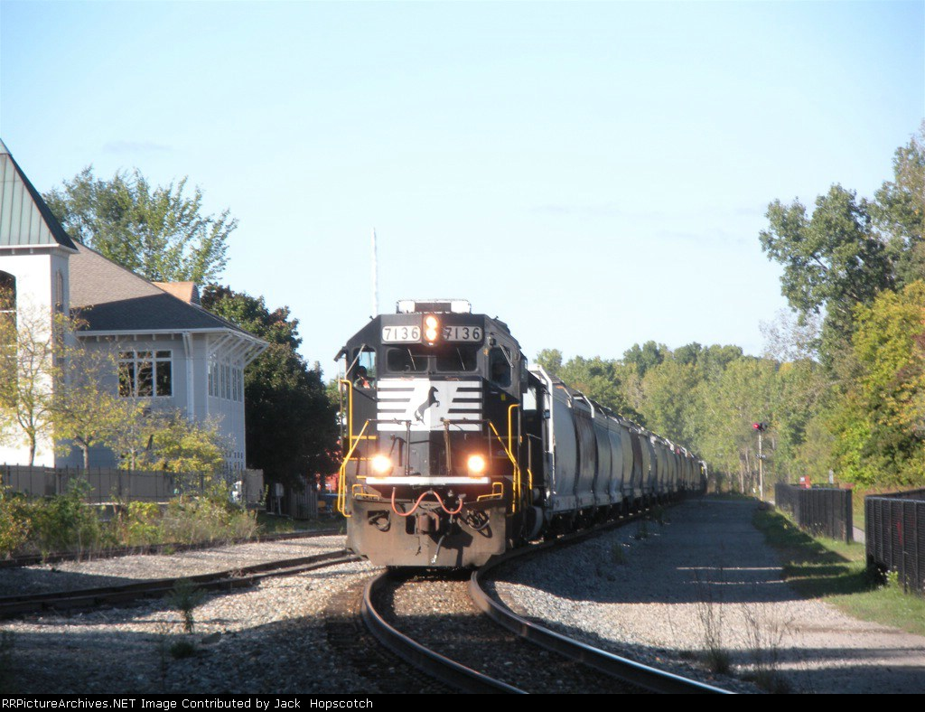 NS 7136 Rolls through Ann Arbor with a monster of a B34.