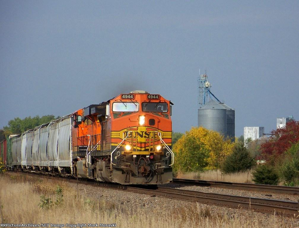 BNSF 4944