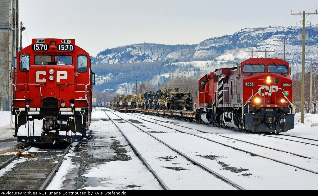 CP ARMY-09 departing Thunder Bay past a local switch set