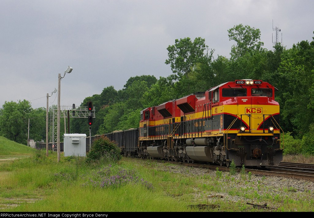 Retro Belles 4101 and 4110 at Wilson Alley