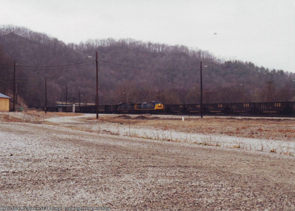 GALX train entering Hazard Yard