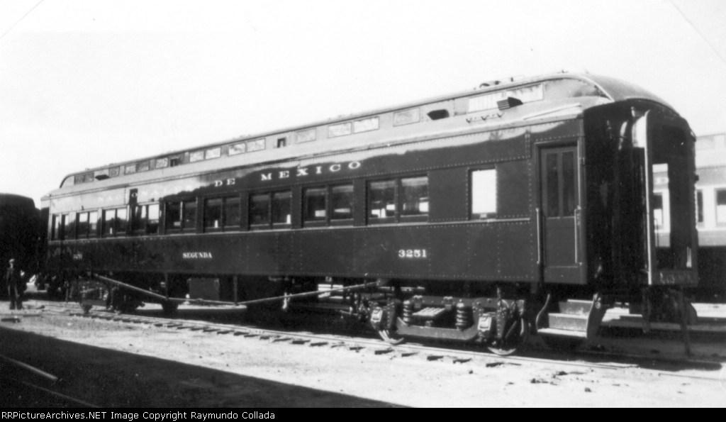 NDEM 3251 Second class coach