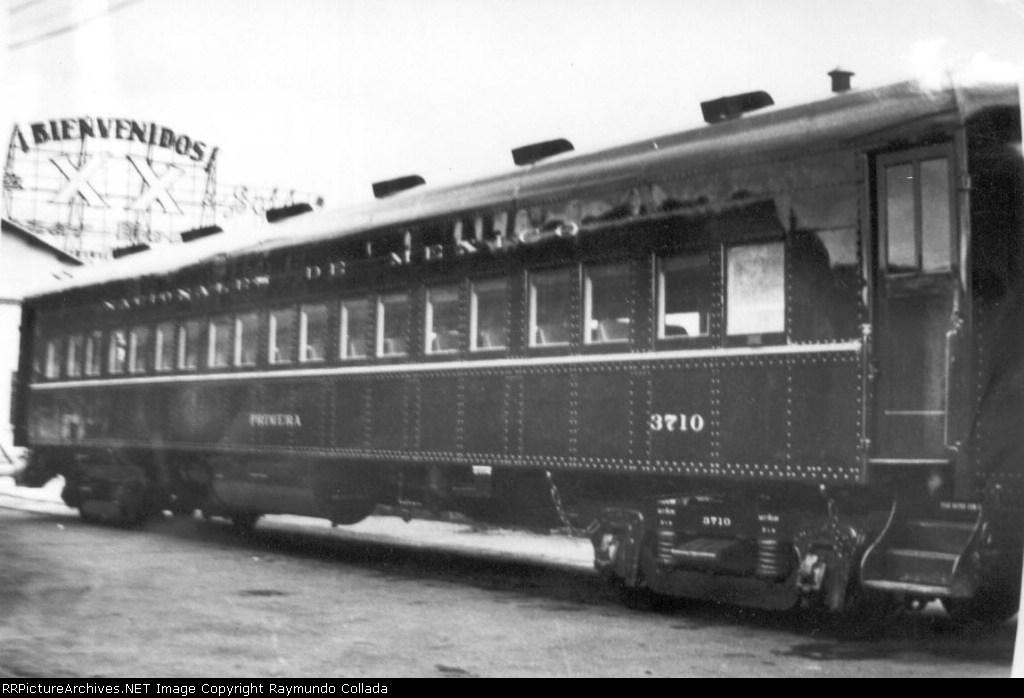 NDEM 3710 First class coach