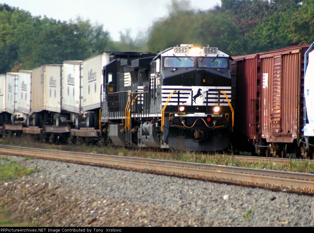 NS 9945 Always a lot of action at