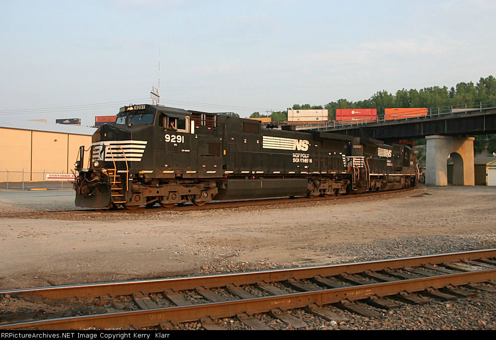NS 9291 go's under a BNSF stack train at Santa Fe. Jct.