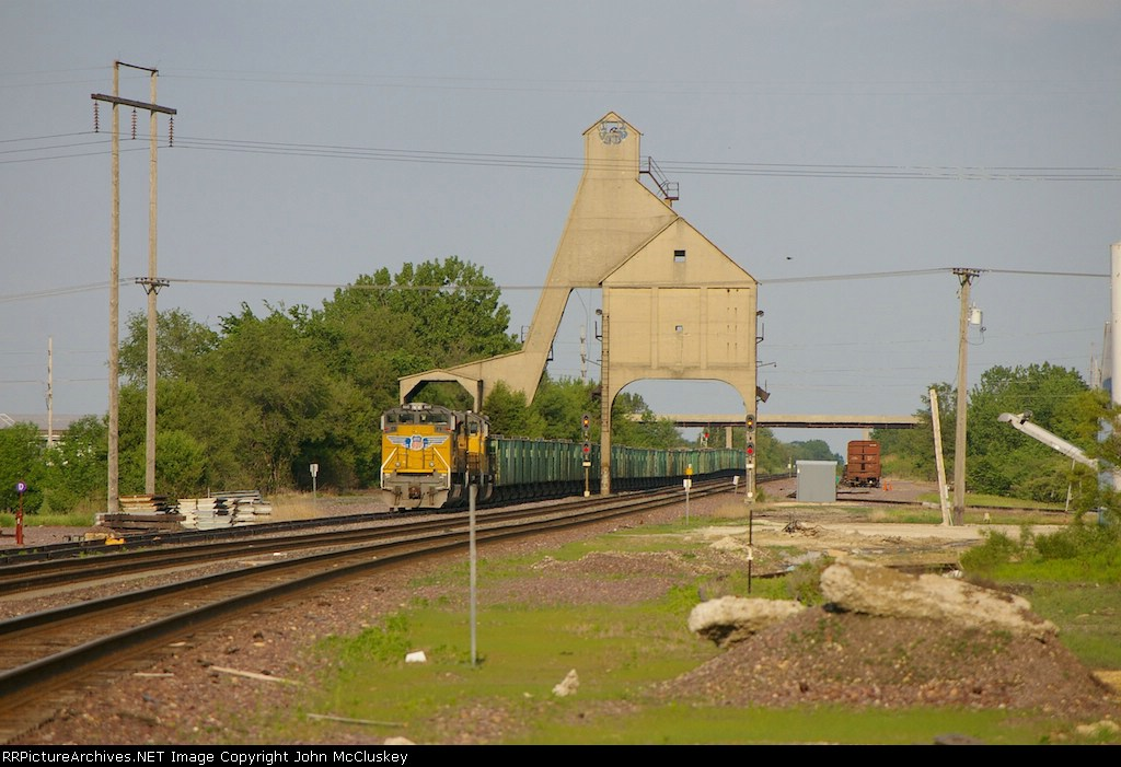 UP 8610 with balast hoppers