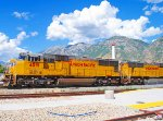 UNION PACIFIC SD70M's 4591/4124 WITH WORK TRAIN.