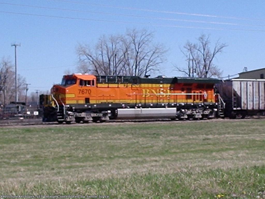 BNSF 7670