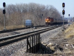 BNSF 4977 Passes the Murphy Crossover