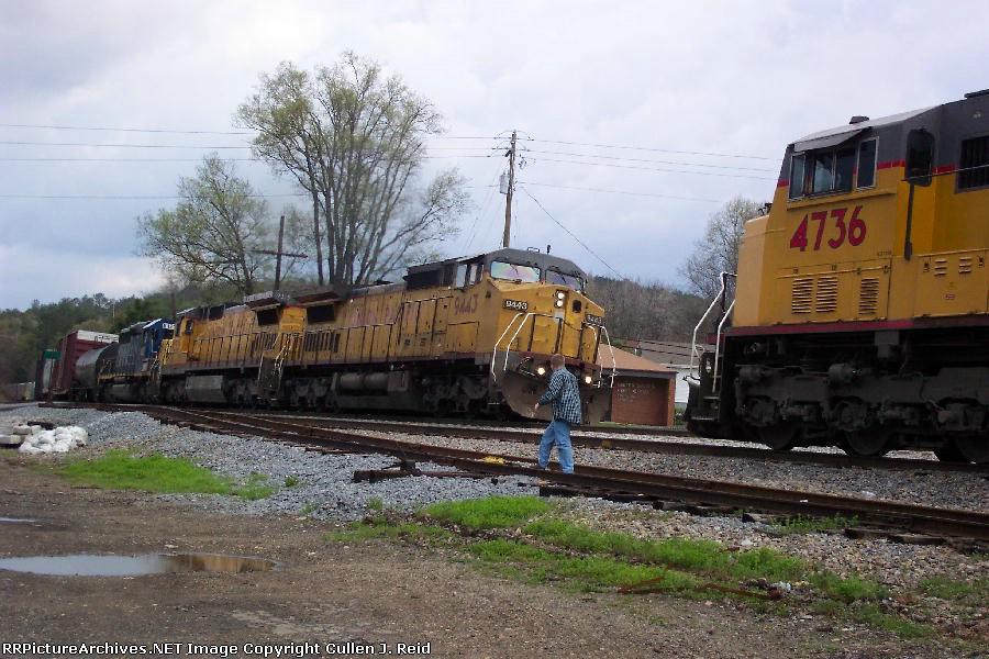 Train Q583 meets Q675