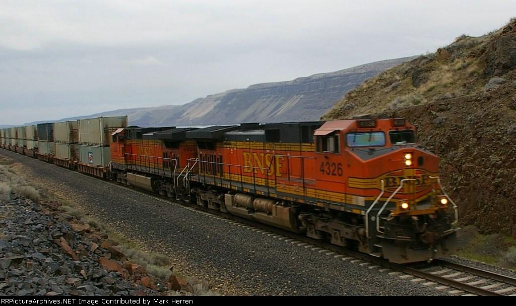 BNSF 4326 West