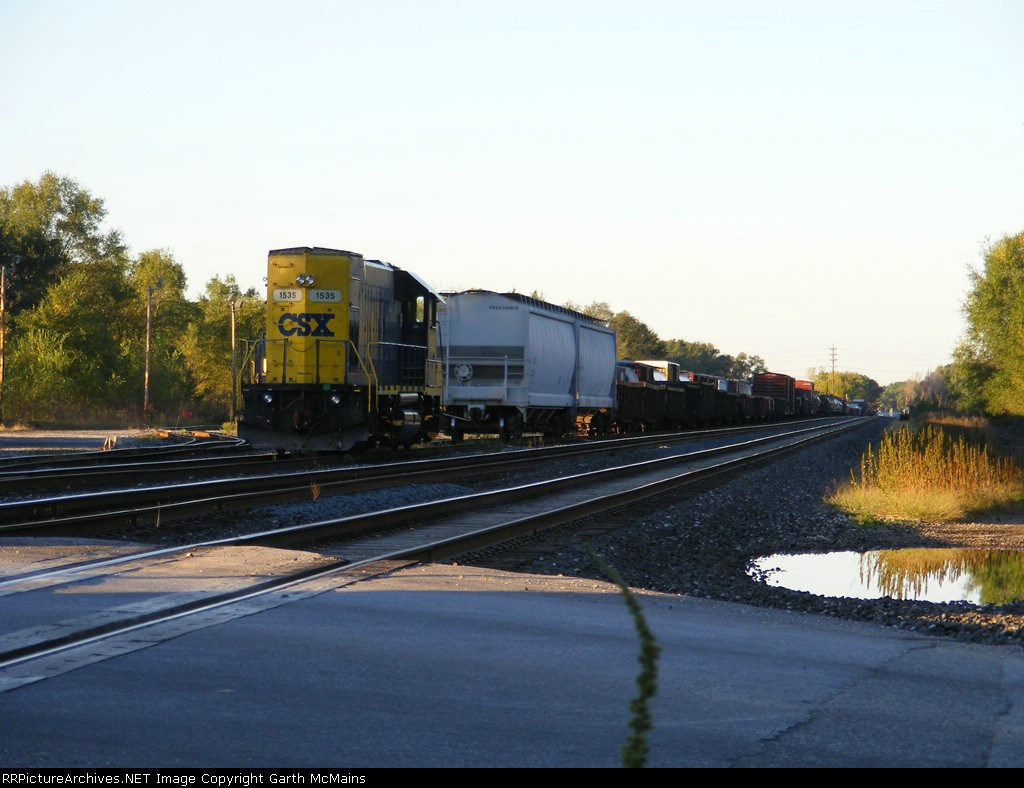 CSX 1535 sits in Duane Yard waiting for J721 to pick him up