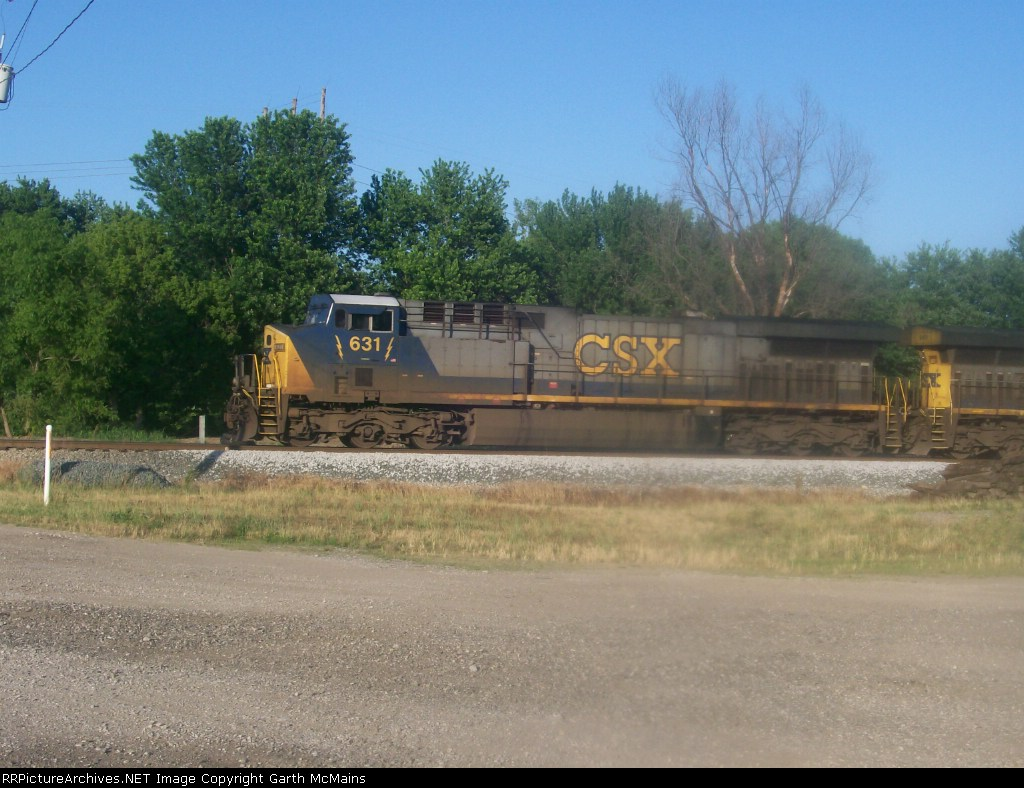 CSX 631 on a northbound intermodal