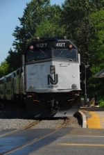 NJT 4127 leaving the yard