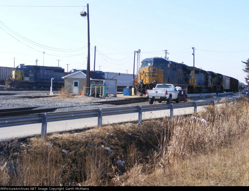 Q670-31 sits on the single-main waiting for a recrew while a couple yard goats shove a cut of cars into the yard
