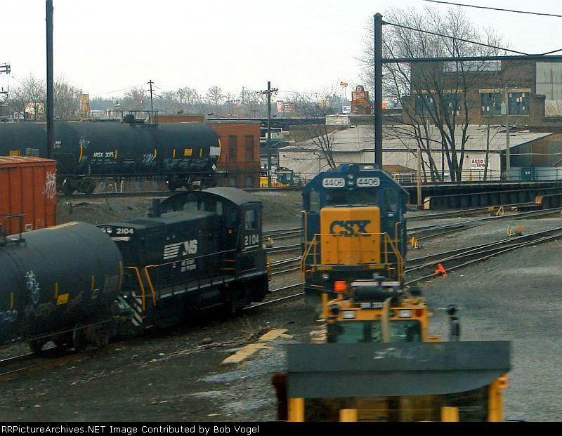 NS 2104 and CSX 4406