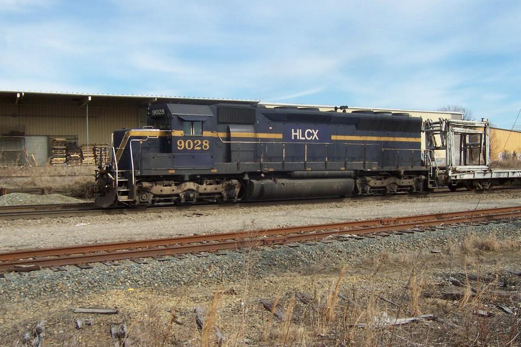 """HLCX 9028 captains a """"W"""" train"""