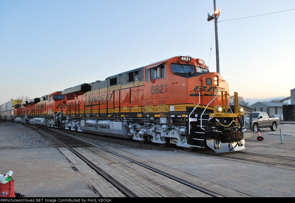 Close in side shot of BNSF 6621/BNSF 7266/BNSF 7268 as they wait to roll north towards Columbis Heights, MN for another crew swap.