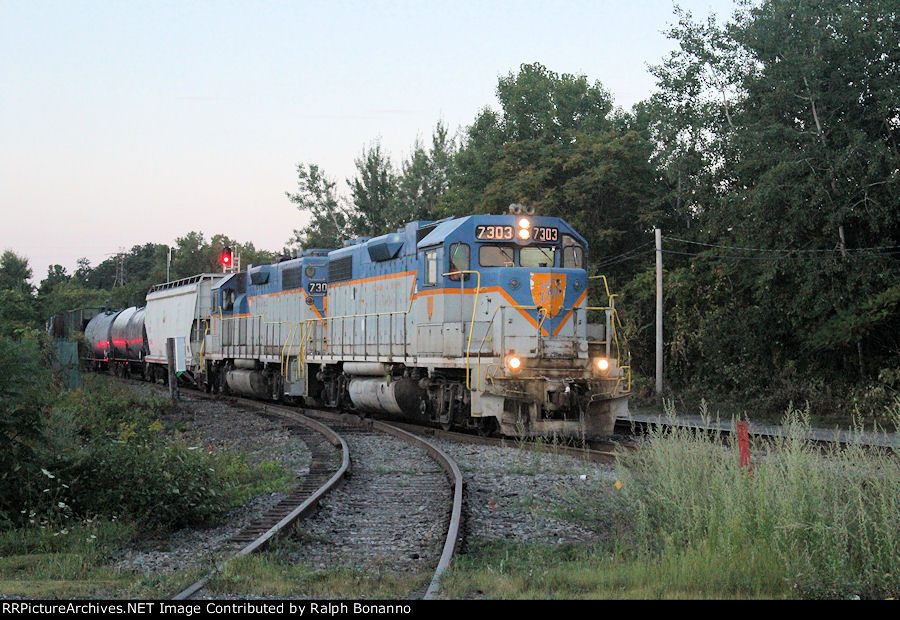 Northbound local D45 takes the siding to meet a southbound oil train