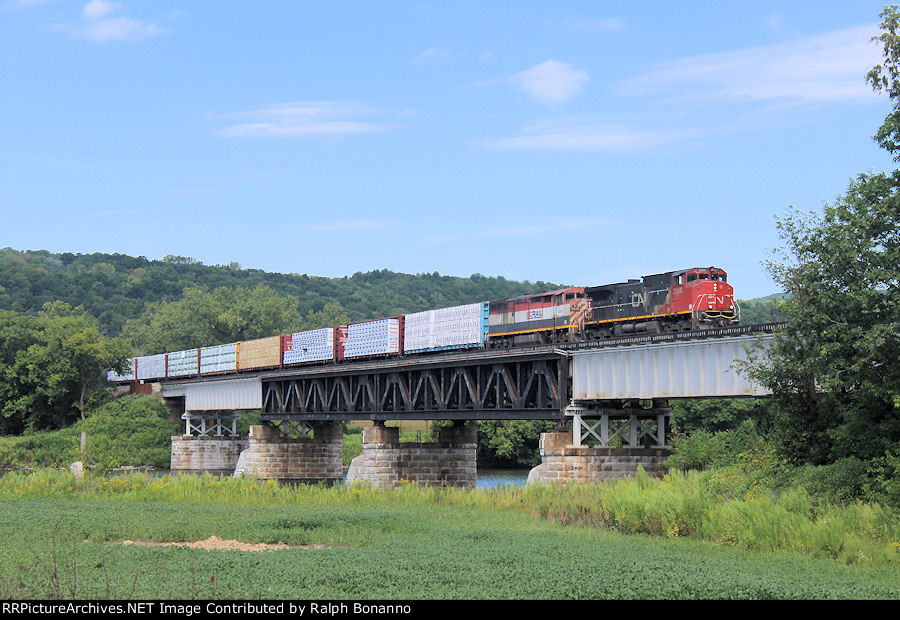 Eastbound Q620-29 crosses the Mohawk River at Pattersonville