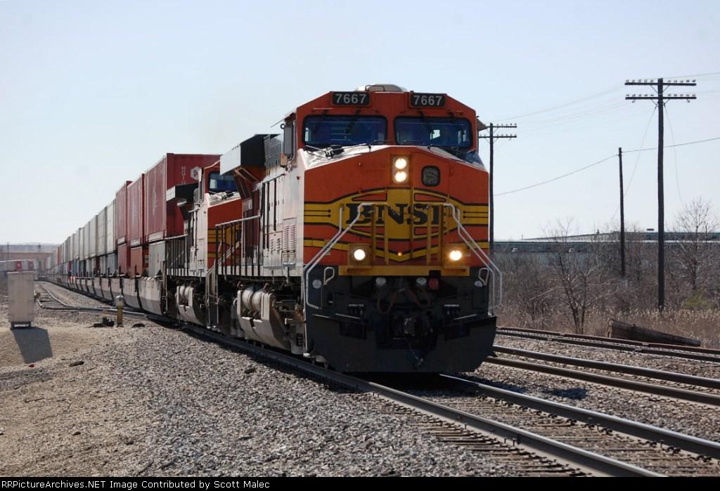 BNSF 7667 & 5076