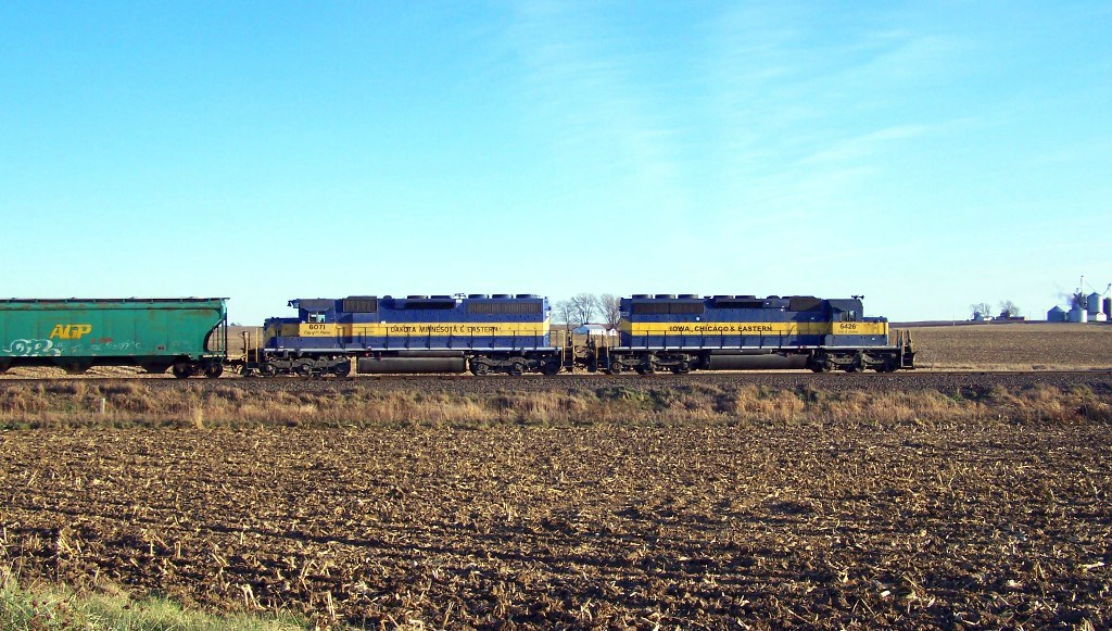 ICE 6426 leads a westbound into the siding