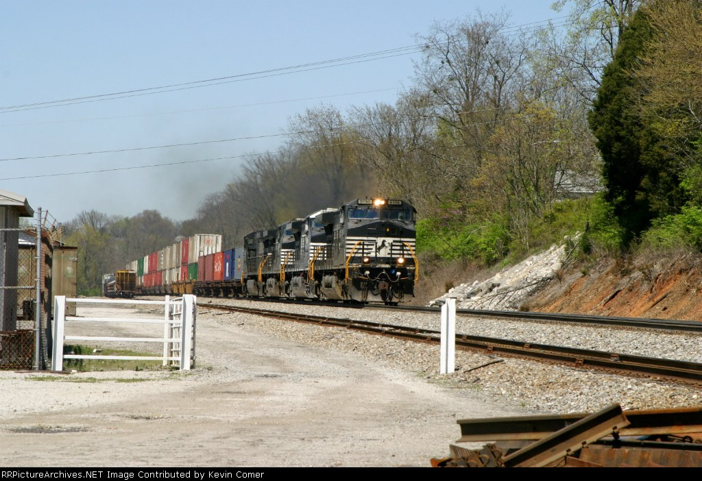 NS 9196,9888,9720,9729 lead a stack train through Ferguson/Woods MP 162 2:03pm ET 4/12/09