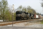 NS SD70M-2 2654, ES40DC 2708, SD40-2 3205 lead a northbound mixed freight past Ferguson/Woods MP 162 4/12/09 4:05pm ET