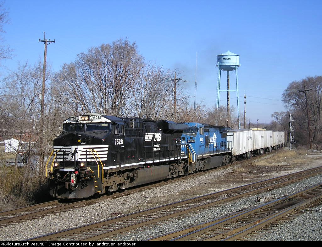 NS 7528 On NS 251 Eastbound