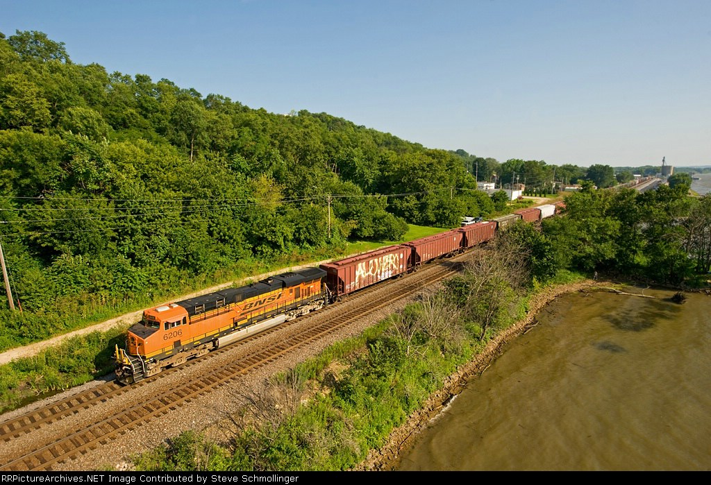 BNSF 6206 West enters the Palisades